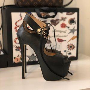 ❤️❤️❤️Stiletto heels ❤️❤️❤️very sexy new!!!!!